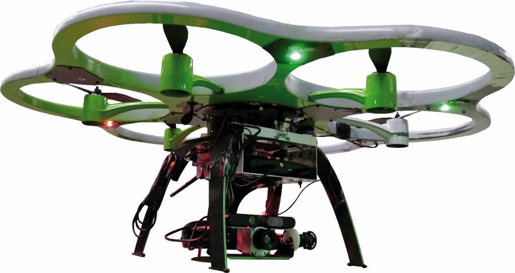 Bild 3 Flugroboter mit neigbarem Nutzlastträger zwischen dem Landegestell, darauf das Thermografiemodul. Quelle: Uni Kassel /Fraunhofer FKIE