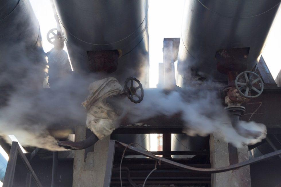 Dampfaustritt in Wärmeleitung. Dampf, der aus dem Rostboden austritt Quelle: PAntherMedia: Mulderphoto