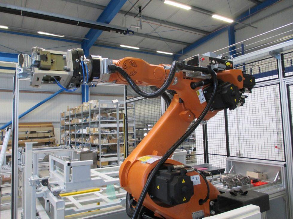 Roboterhandhabungssystem während des Aufbaus Bild: Marcel Haase/Symacon 2016