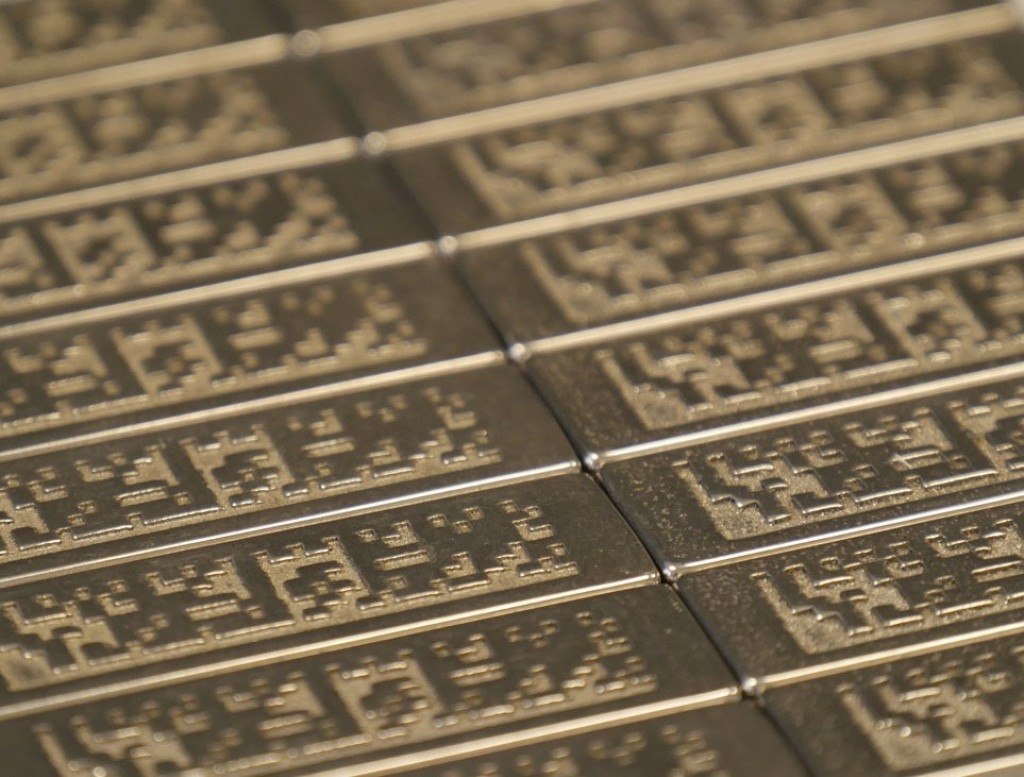 Beispiel gekennzeichneter Maschinenplaketten [16] Bild: Universität Paderborn / Krause DiMaTec