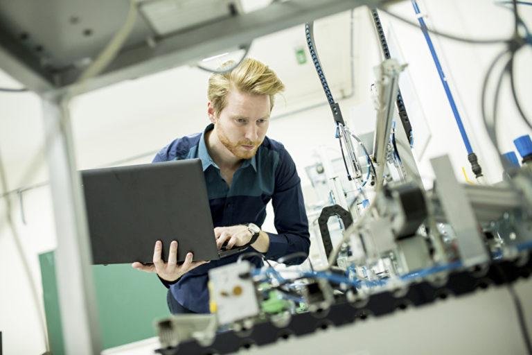 """Das Berufsbild """"Ingenieur"""" ist unglaublich vielfältig – genau wie die vielen möglichen akademischen Grade und Titel. Foto: panthermedia.net/boggy22"""