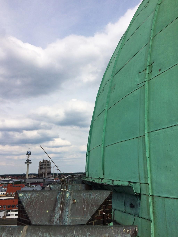 Eine 60 Millimeter dicke Betonschale trägt die Kuppelkonstruktion. Foto: fischer