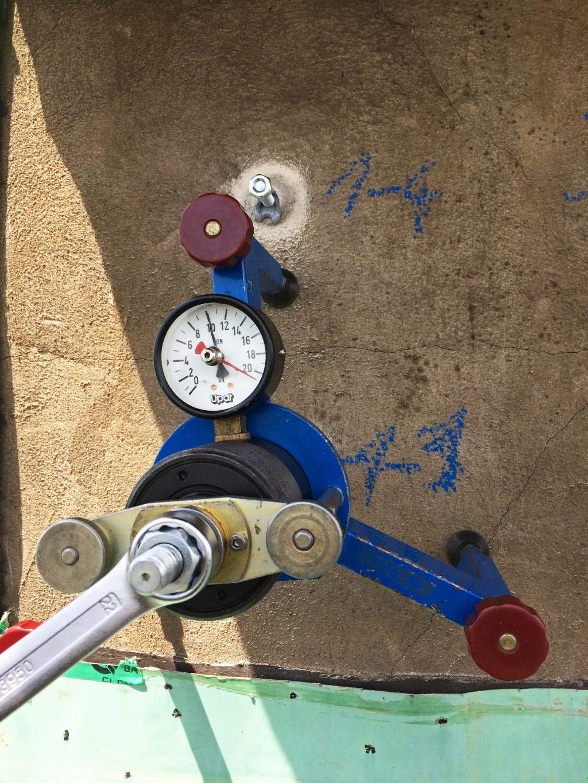 Zugversuche bestätigen die Tragfähigkeit des Befestigungssystems. Foto: fischer