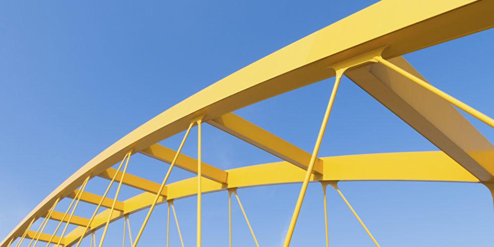 Brückenpfeiler gelb