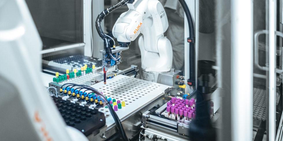 Ingenieure sorgen für Revolution im Medizinlabor: Roboter sortieren Tausende Proben automatisch - ingenieur.de