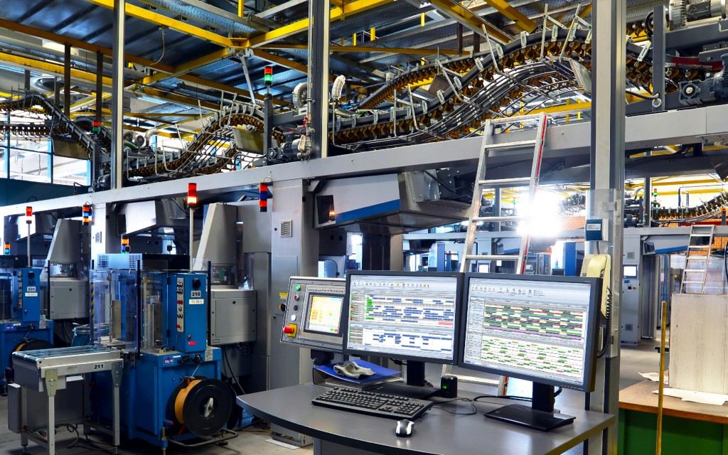 """Bild 3. Das MES-System """"Hydra"""" gestattet eine ressourcenübergreifende Planung. Foto: MPDV, industrieblick/stock.adobe.com"""