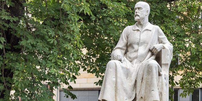 Robert Koch als Denkmal: Macht das RKI in der Coronakrise einen guten Job? Foto: panthermedia.net/panama7