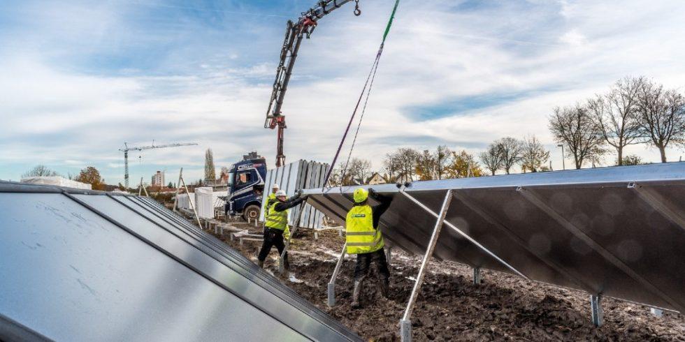 Mit 14.800 Quadratmeter Kollektorfläche ist die Solarthermieanlage in Ludwigsburg/Kornwestheim die derzeit größte in Deutschland. Foto: Guido Bröer