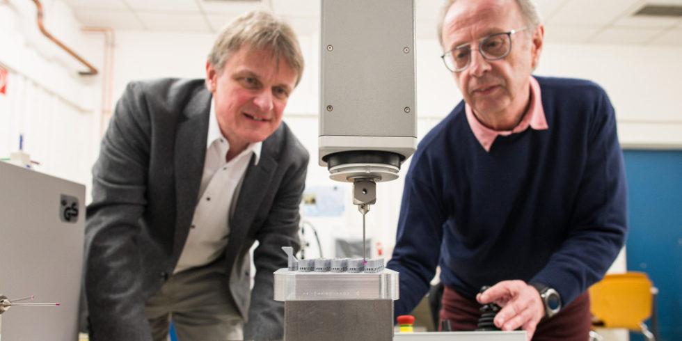 Wissenschaftler und 3D-Drucker
