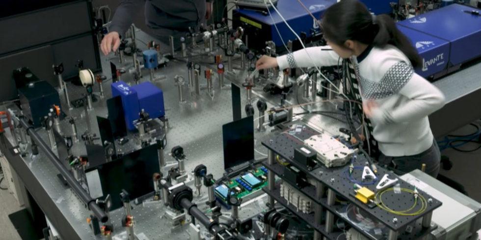 Das neue Faserlaser-Mikroskop in Bielefeld aufgebaut