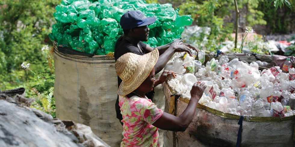 In Port-au-Prince, der Hauptstadt von Haiti, werden PET-Flaschen zum Recyceln eingesammelt. Foto: HP