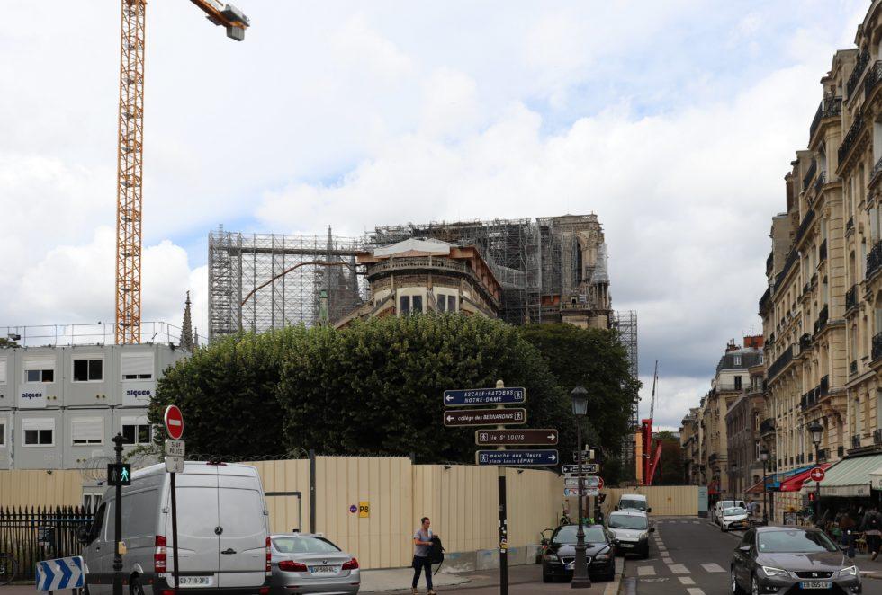 Hintere Ansicht Notre Dame, Gerüst und Zerstörung