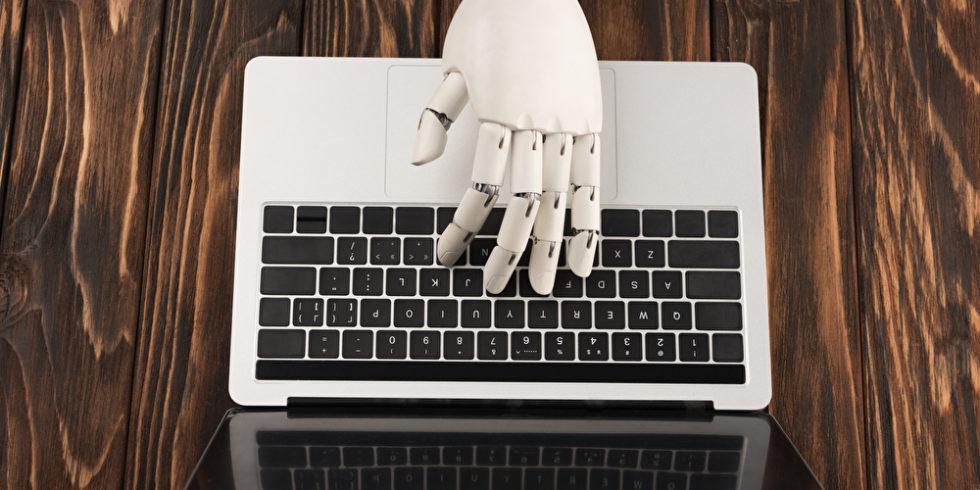 Versucht die KI allzu sehr, wie ein Mensch zu sein? Das kann problematisch werden. Foto: panthermedia.net/VitalikRadko