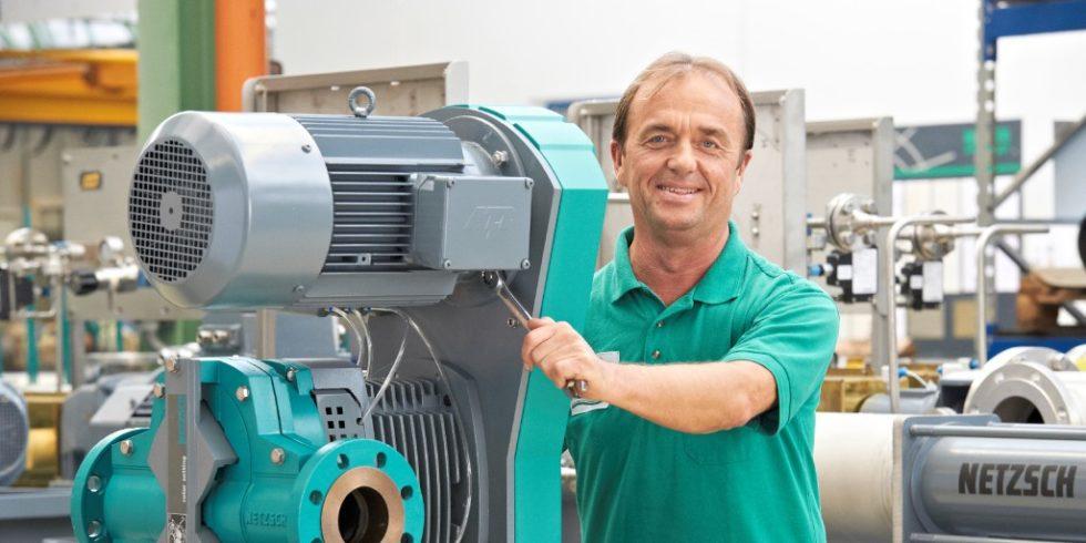 Pumpenmontage beim bayerischen Traditionsunternehmen; Der Hidden Champion setzt mit Erfolg auf digitale Services und verbessert damit das  Anlagenmanagement. Foto: Netzsch