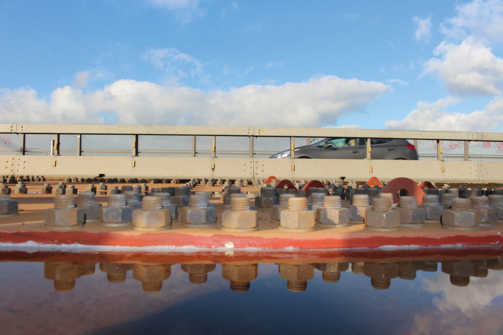 Massive Platten verstärken die wichtigen Seilkammern im Inneren der Brücke.