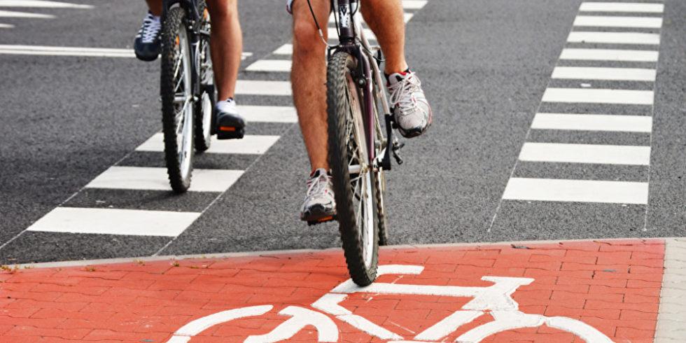 Fahrräder auf Radweg