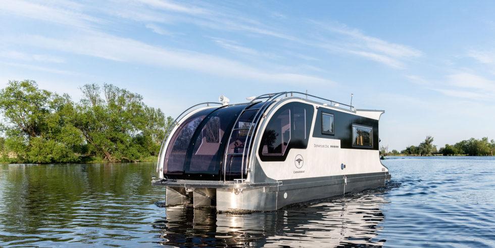 Wohnwagen und Boot in einem
