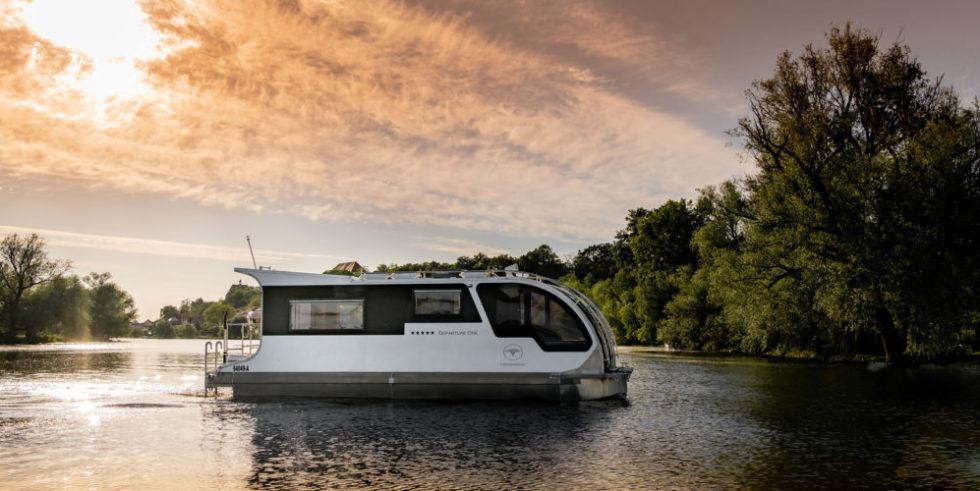 Wohnwagen-Boot auf dem Wasser