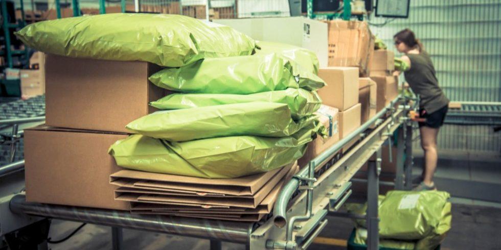 In einer Phase, in der die meisten Produktionsstätten auf Sparflamme kochen und viele KMUs Sorgen um ihre Zukunft haben, operiert das Transport- und Logistikwesen mehr oder weniger unter Volllast. Bild: Parcel.ONE