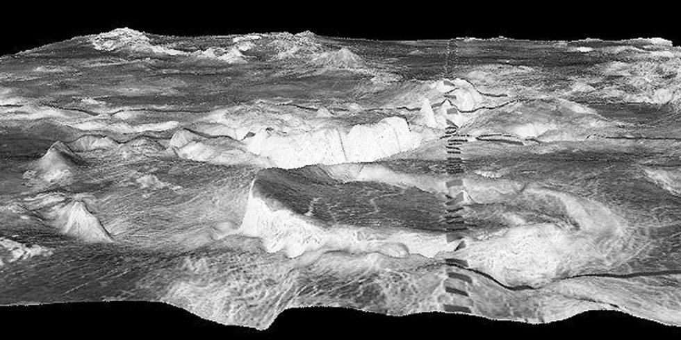 Abbildung kreisrunde Berg im Vordergrund Corona in der Galindo-Region der Venus