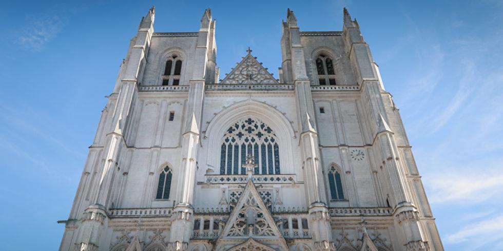 Architektonisches Detail der Kathedrale Saint Pierre in Nantes Frankreich