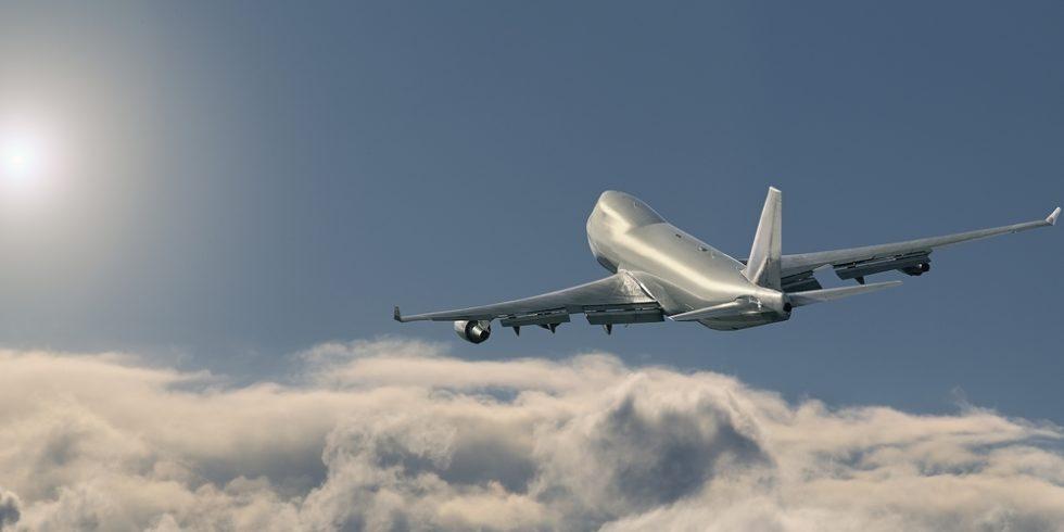 Boeing 747 in der Luft über den Wolken