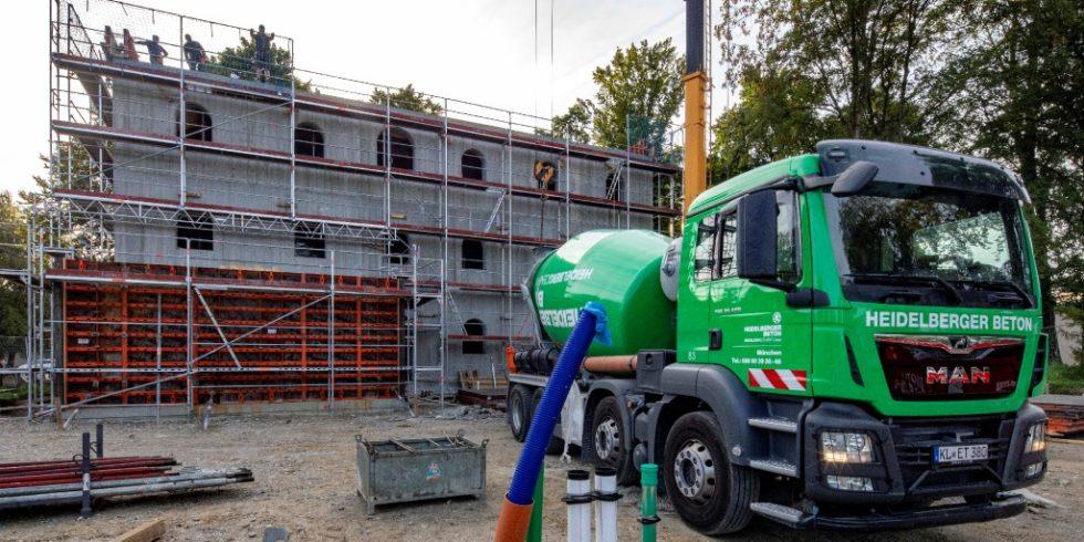 """In Bad Aiblingen entsteht ein Foschungshaus der TUM zum Projekt """"Einfach Bauen"""" aus Infraleichtbeton. Foto: HeidelbergCement AG/ Michael Voit"""