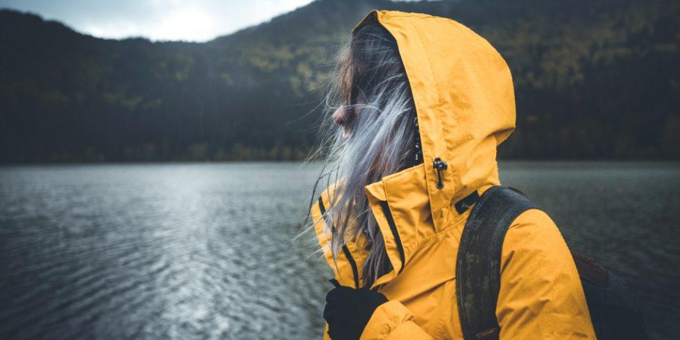 Outdoor-Kleidung schützt vor Nässe und Kälte. Nun haben Forscher herausgefunden, das Ölzeug auch Gesundheitsgefahren bergen kann. Foto: panthermedia.net/claudiumaximum