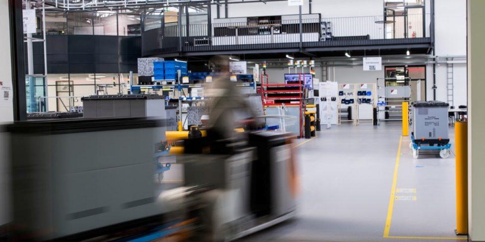 Musterfabrik zum Validieren von Logistik-Kennzahlensystemen am Technologiezentrum PULS der Hochschule Landshut in Dingolfing. Foto: Verfasser
