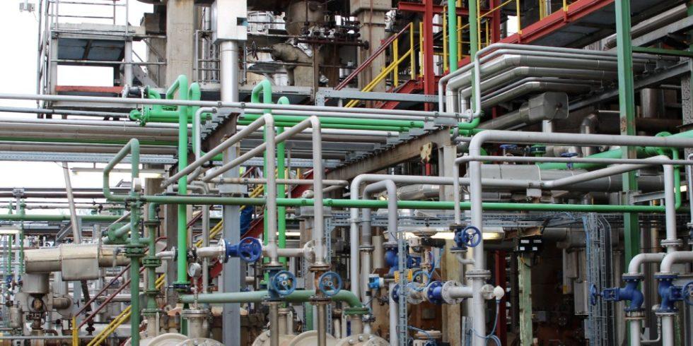 Ob Destillieren, Kondensieren, Reagieren: die technische Sicherheit ist bei Prozessanlagen unverzichtbar. Foto: BG RCI
