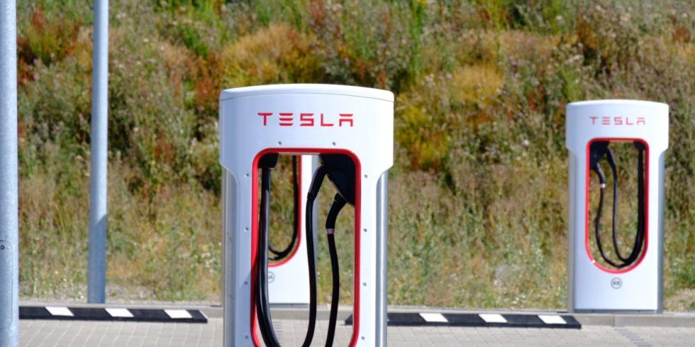 Beim Laden der Lihium-Metall-Akkus gibt es Probleme. Kanadische Forscher arbeiten mit Tesla zusammen an einer Lösung. Foto: Peter Sieben