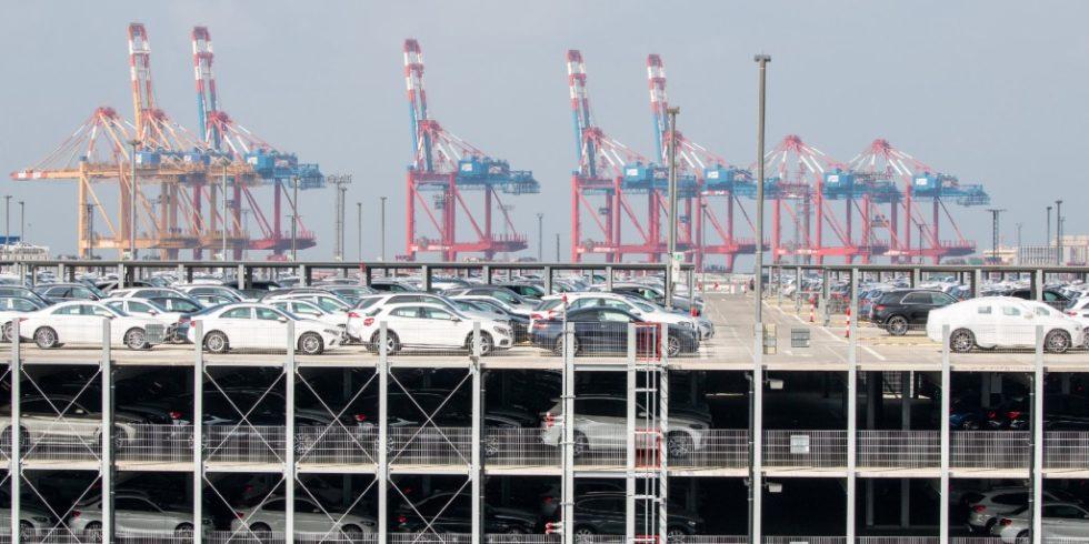 Mit 2,1 Mio.Fahrzeugen (2019) ist der AutoTerminal Bremerhaven einer der größten der Welt. Hier wurde das Isabella-System getestet. Mit Isabella 2.0 setzen die Partner BIBA, BLG LOGISTICS und 28Apps Software ihre erfolgreiche Zusammenarbeit jetzt fort. Foto: BLG Logistics/Tristan-Vankann
