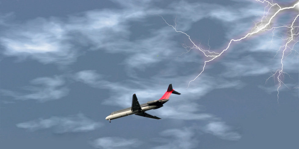 Forscher am MIT haben untersucht, wie sich das Risiko von Blitzeinschlägen in Flugzeuge verringern lässt.  Foto: panthermedia.net/rhphoto