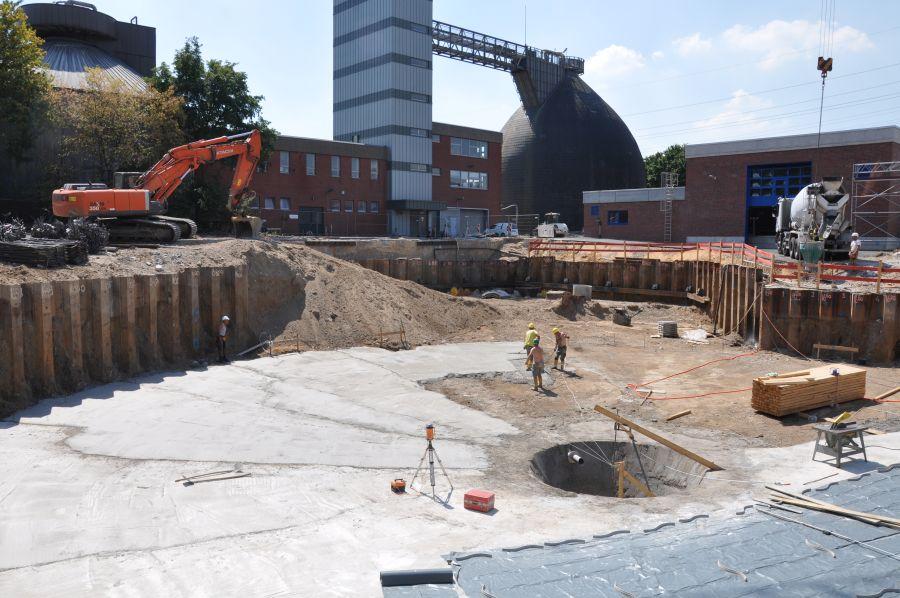 Beim Bau eines Klärwerks traten bei einem nahen Kanal in Duisburg Setzungen auf. Foto: URETEK