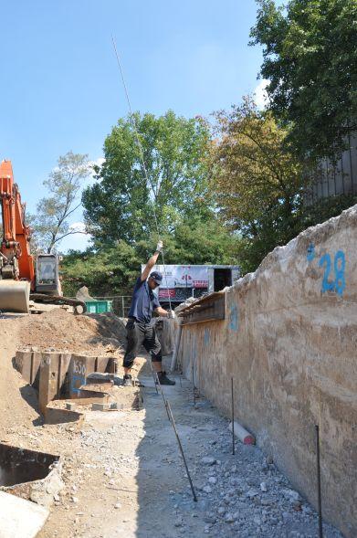 Zur Stabilisierung des Untergrunds kam die Tiefeninjektionen von URETEK zum Einsatz. Foto: URETEK