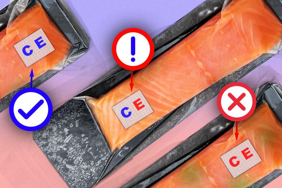 Die Sensoren im Einsatz: links ein verzehrbares Fischfilet (beide Buchstaben sind blau), in der Mitte schlägt der Sensor auf Escherichia coli an (rotes E) und rechts zusätzlich noch der Sensor auf Änderungen im pH-Wert (rotes C).<br />Foto: Jose-Luis Olivares, MIT