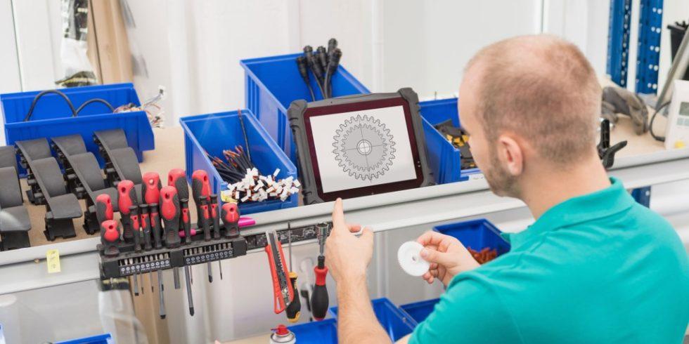 Der Utility Film fungiert als digitale Arbeitsanweisung, welche den Anwender Schritt für Schritt durch die Abläufe führt. Foto: memex