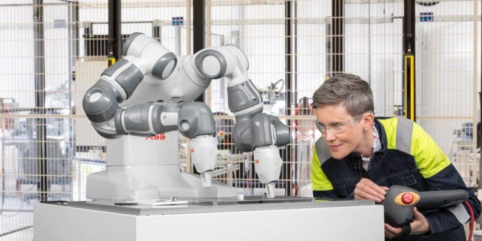 Zweiarmiger Roboter ferngesteuert