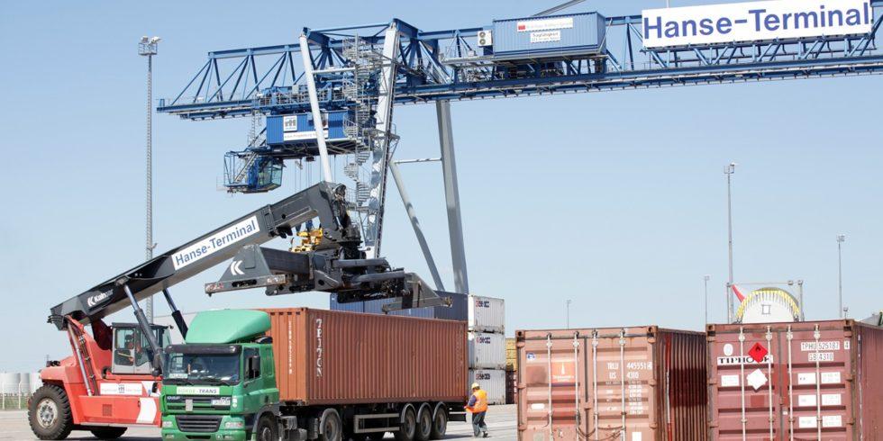 Der Hafen in Magdeburg. Geplante Lösungen zur Automatisierung bergen immer ein Risiko für Cyberangriffe.  Foto: Fraunhofer IFF