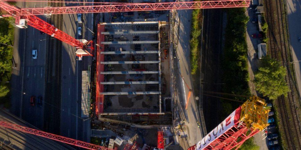 Acht Brückenträger erschaffen einen säulenfreien Ballsaal. Foto: Köster GmbH