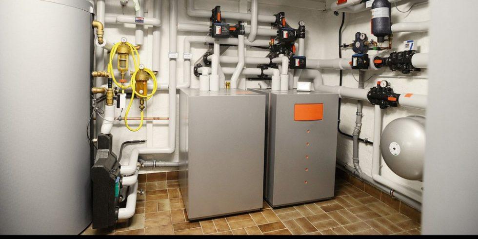 Wärmepumpen können auch in Bestandsbauten effizient betrieben werden, so ein Ergebnis eines Feldtests des Fraunhofer ISE  (im Bild: Erdwärmepumpe im Altbau). Foto: BWP