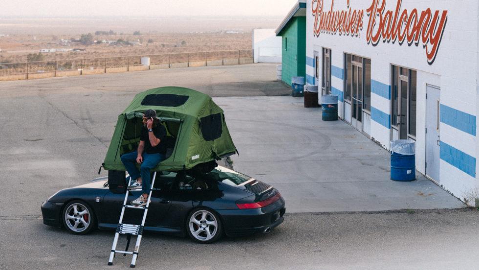 Porsche vor Haus