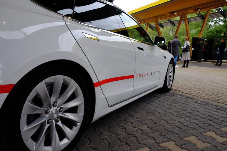 Die neuen Batterien von Tesla sollen für eine höhere Reichweite von Elektroautos sorgen. Foto: Peter Sieben