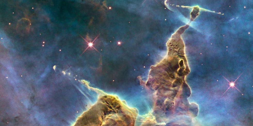 Dieses fantastische Aufnahme entstand 2010. Das riesige Gebilde aus Gas und Staub liegt innerhalb des Carina-Nebels (Entfernung zur Erde: 7500 Lichtjahre) und misst rund drei Lichtjahre. Foto: NASA, ESA, M. Livio and the Hubble 20th Anniversary Team (STScI)