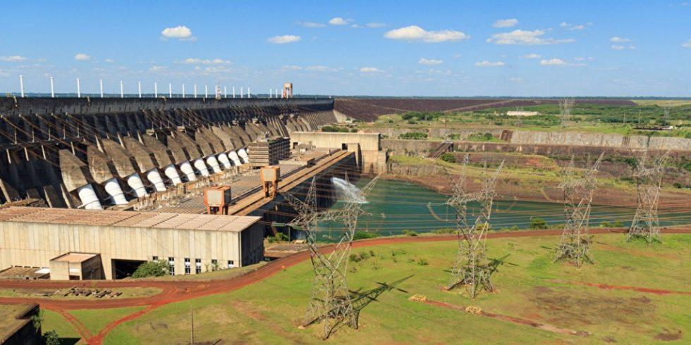 Das Wasserkraftwerk Itaipú am Paraná, einem Grenzfluss zwischen Brasilien und Paraguay. Bild: PantherMedia/jantroyka
