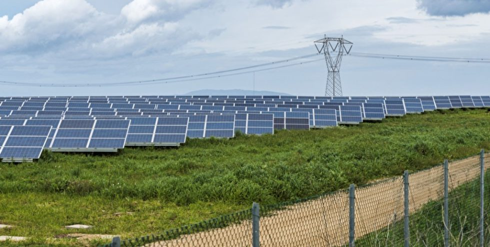 Sonnenkollektoren auf Sardinien. Bild: PantherMedia/compuinfoto