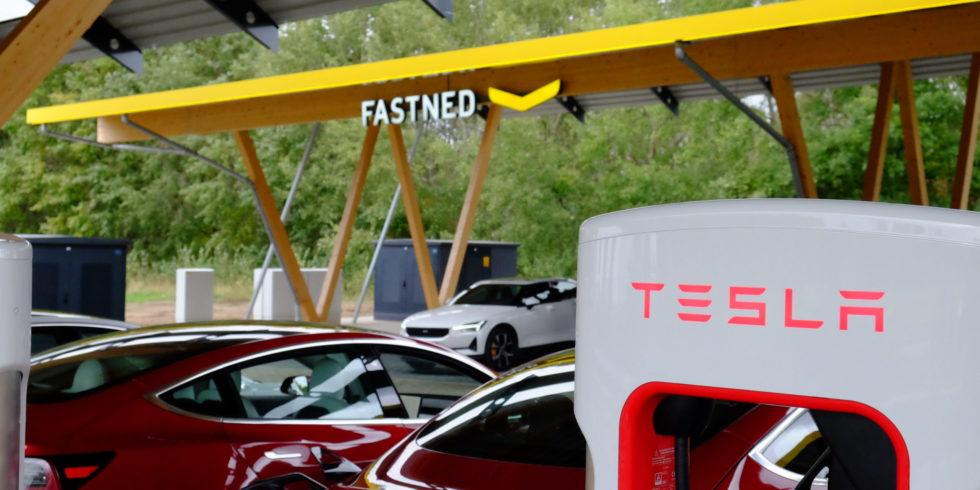Tesla, Fastned und Seed&Greet eröffnen die größte Schnellladestation Deutschlands in Hilden. Foto: Peter Sieben
