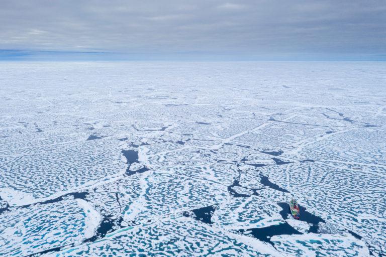 Weiß bis zum Horizont – und noch weit darüber hinaus. Foto: Alfred-Wegener-Institut/Steffen Graupner