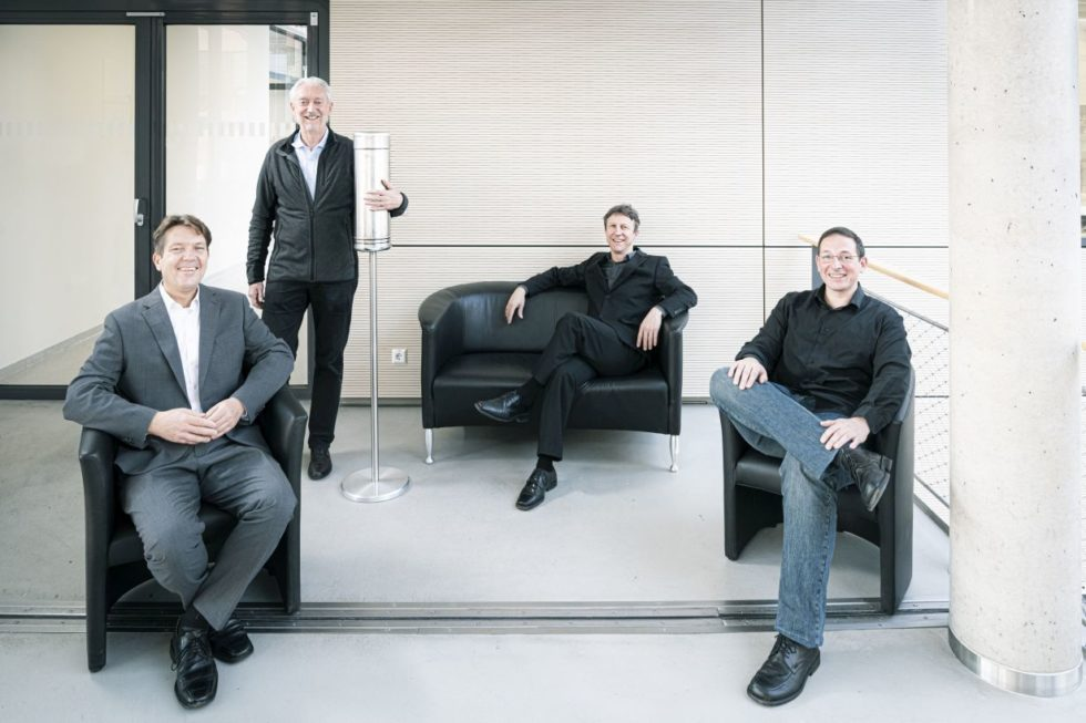 Sorgen für virenfreie Luft im Wartebereich: Die Aerobuster-Erfinder (von links) Thomas Blank, Horst Hahn, Jochen Kriegseis und Martin Limbach