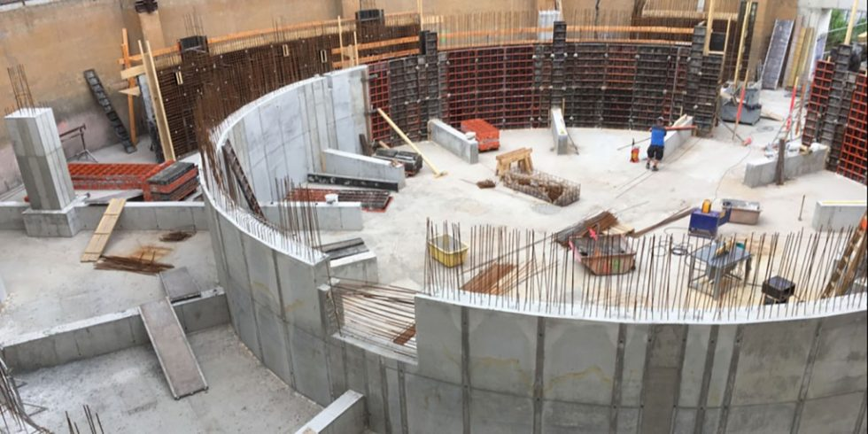 Das neue Planetarium in Halle an der Saale wächst im Inneren des Gasometers in die Höhe. Foto: PASCHAL